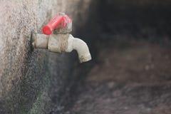 стена установленная faucet стоковое изображение