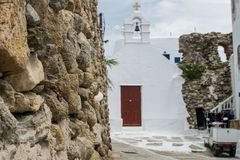 Стена утеса на Mykonos стоковое изображение rf
