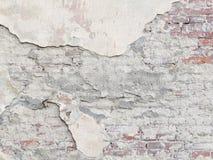 Стена шелушения с красным кирпичом под гипсолитом Винтажное backgro Стоковые Фото