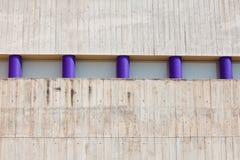 стена штендеров бетона 5 пурпуровая короткая Стоковая Фотография