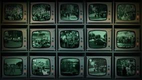 Стена CCTV мониторов наблюдая город сток-видео