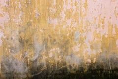Стена Grunge старого дома текстурированная предпосылка Стоковые Фотографии RF
