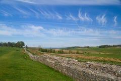 Стена Hadrians близко к форту Birdoswald римскому Стоковые Фото