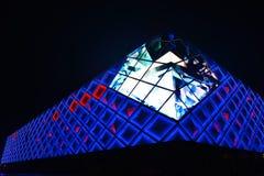 стена illuminant внешняя современного коммерчески здания стоковые фото