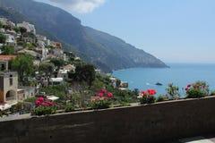 Стена Positano с цветками Стоковая Фотография