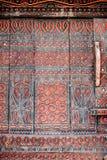 Стена torajan здания tongkonan с традиционный высекать Tana Toraja, Rantepao, Сулавеси, Индонезия Стоковая Фотография