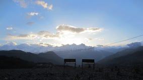 2 стенда и заход солнца Стоковые Изображения