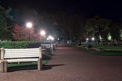 Стенды переулком в парке Стоковые Изображения RF