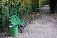 Стенд в парке осени стоковое изображение