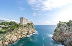 Стены города Дубровника и порт Kolorina стоковые фото
