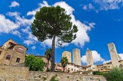 Стены города и башни San Gimignano, Тосканы Стоковое Изображение RF
