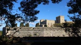 Стены исторической достопримечательности средневековые Средневековый городок стоковые изображения rf