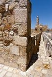Стены окружая старый город в Иерусалиме Стоковые Изображения