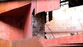 Стены почти разрушенная фабрика видеоматериал
