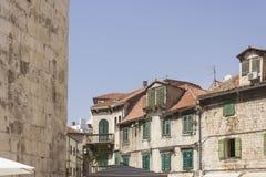 Стены разделения и старинного здания в плодоовощ придают квадратную форму Стоковая Фотография RF