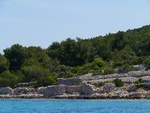 Стены сухого камня на Kakan в среднеземноморском Стоковые Фотографии RF