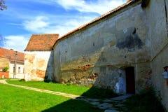Стены укрепленной средневековой церков в долине виноградника, Трансильвании Стоковая Фотография RF