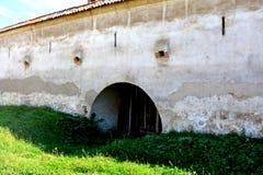 Стены укрепленной средневековой церков в долине виноградника, Трансильвании Стоковая Фотография