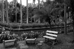 Стенд в парке с monotone цветом стоковые фото