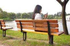 Стенд китайской женщины сидя Стоковая Фотография