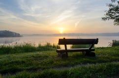 Стенд над озером стоковая фотография