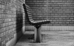 Стенд против стены Стоковые Фотографии RF