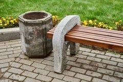 Стенд сделанный из цемента и древесины Стоковое Фото
