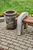 Стенд сделанный из цемента и древесины Стоковые Фото