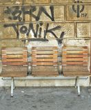 Стенды и граффити на заднем плане Стоковое Изображение