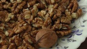 Стержени грецкого ореха в корзине акции видеоматериалы