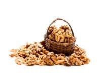 Стержени грецкого ореха в малой злой корзине изолированной на белизне Стоковая Фотография