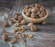 Стержени грецкого ореха и все грецкие орехи Стоковое фото RF