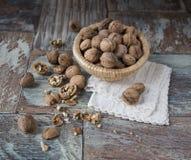 Стержени грецкого ореха и все грецкие орехи Стоковая Фотография RF