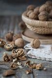 Стержени грецкого ореха и все грецкие орехи Стоковое Изображение