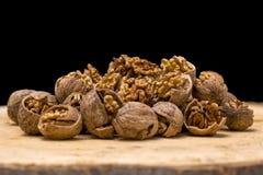 Стержени грецкого ореха и вся предпосылка древесины грецких орехов Стоковые Фото
