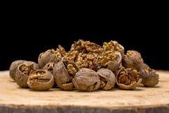 Стержени грецкого ореха и вся предпосылка древесины грецких орехов Стоковое Изображение RF