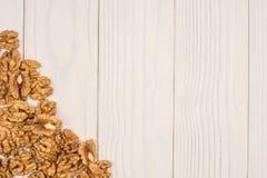 Стержени грецкого ореха на деревенском Стоковые Фотографии RF