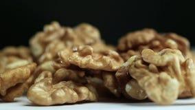 Стержени грецкого ореха на таблице сток-видео