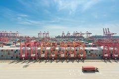 Стержень груза контейнера Шанхая yangshan глубоководный Стоковое фото RF