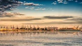 Стержень загрузки на порте Гамбурга стоковое фото rf