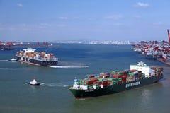 Стержень контейнера порта Китая Qingdao стоковые изображения