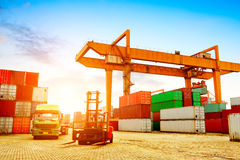 стержень корабля нагрузки контейнеров грузового контейнера огромный большой стоковые фотографии rf