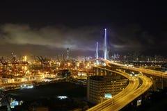 стержень ночи контейнера моста Стоковая Фотография