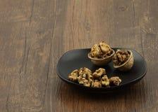Стержень ломать и alnut раковины грецкого ореха Стоковое фото RF