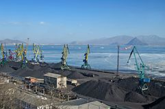 стержень порта нагрузки угля Стоковая Фотография