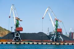 Стержень угля на порте Владивостоке Стоковые Фото