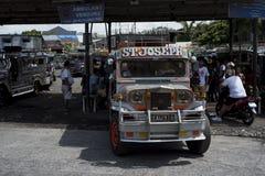 Стержень Jeepneys в Legazpi в Филиппинах стоковая фотография