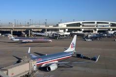стержни dfw авиапорта авиакомпании американские Стоковое фото RF