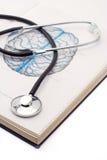 стетоскоп книги медицинский стоковые фотографии rf