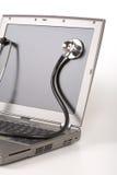 стетоскоп компьтер-книжки стоковая фотография rf
